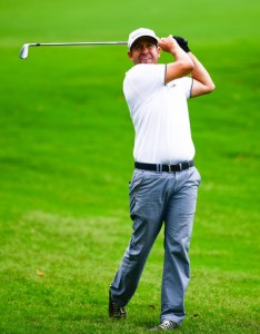 30-5-2015 PGA Tour 2015, AT&T Byron Nelson Championship, TPC Four Seasons Resort, Irving, TX, USA. 28-31 May. Erik Compton of United States hits his approach shot on #1 during the third round.