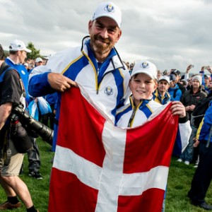 28-09-14 European Tour 2014, 40th RYDER CUP, Gleneagles Resort, PGA Centenary Course, Perthshire, Scotland, UK. 23-28 Sep. EUROPE Team win 16,5 - 11,5:  Thomas  Bjorn of Denmark with flag and his son after the singles matches.