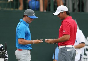 09-08-14 PGA Tour 2014, US PGA CHAMPIONSHIP, Valhalla GC, Louisville, Kentucky, USA. 07-10 Aug. Rory McIlroy of Northern Ireland and Jason Day compare golf balls before teeing off during the third round.
